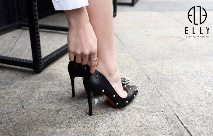 Chùm mẹo vặt giup chị em đi giày cao gót mũi nhọn mà không hề đau chân